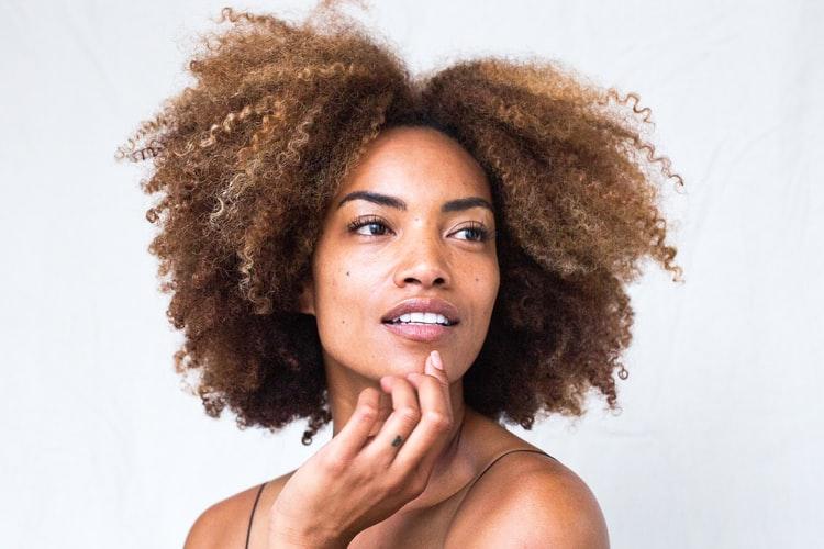Jak dbać o skórę i włosy latem?