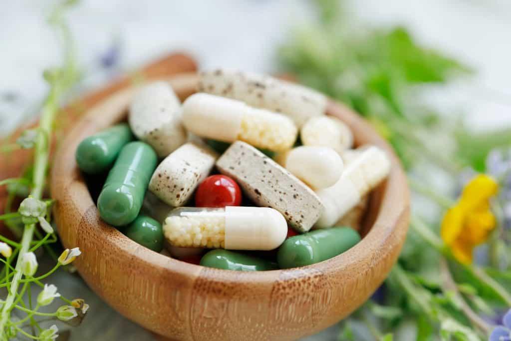 Naturalne suplementy diety zadbają o zdrowie. Co warto wybrać?